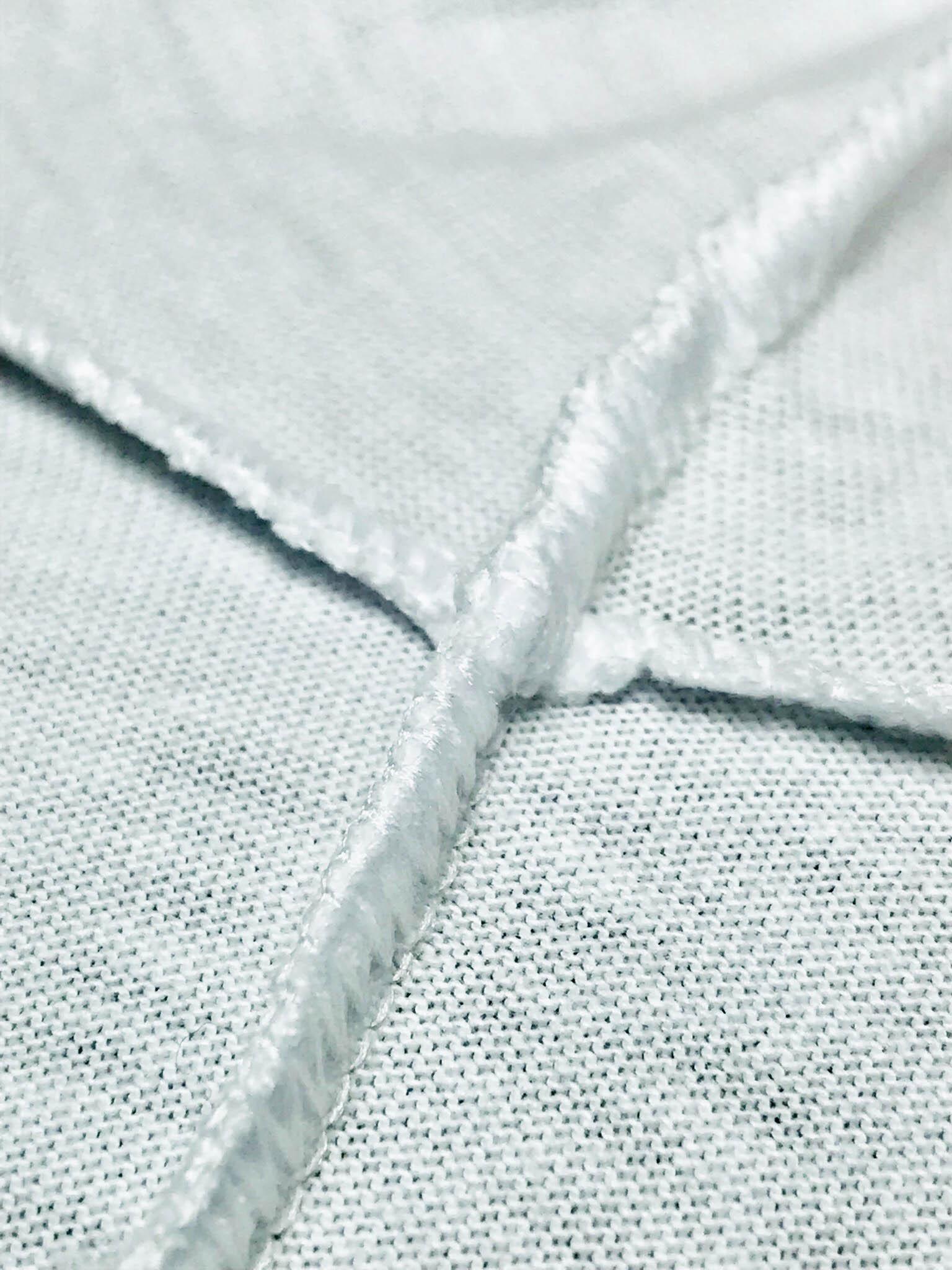 Zoom na fibra de algodão e costura de uma camiseta