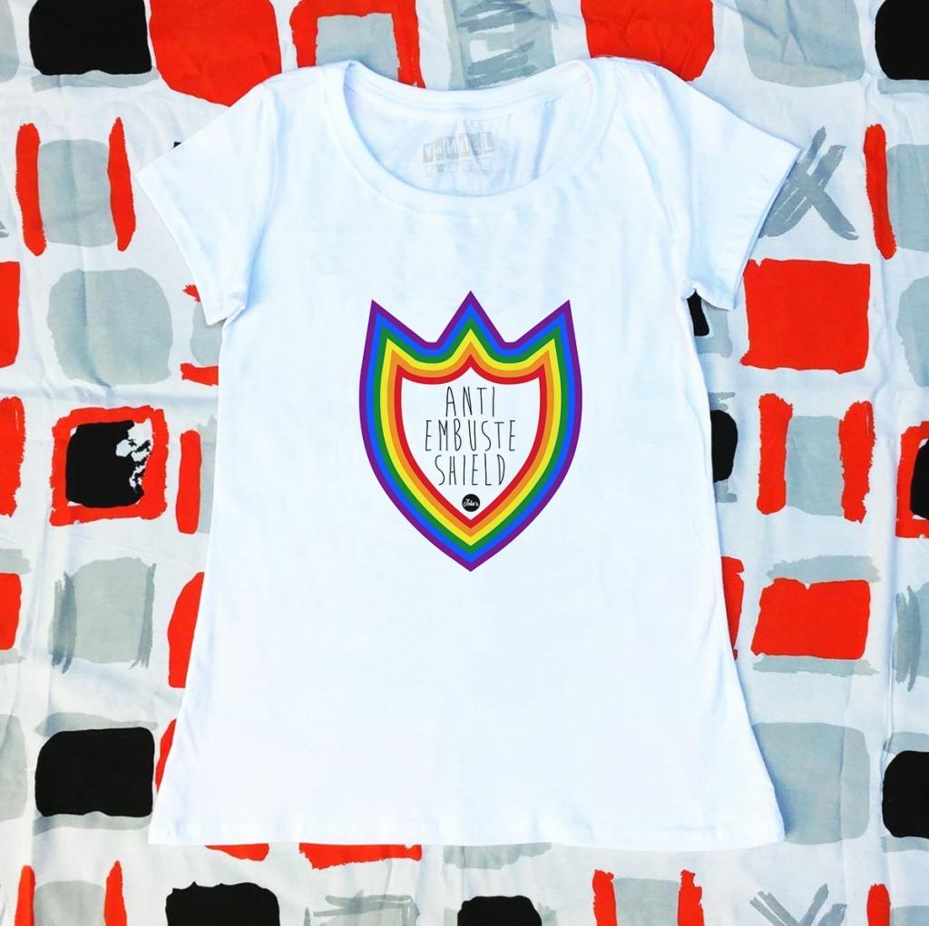 Camiseta com estampa de arco-íris anti embuste