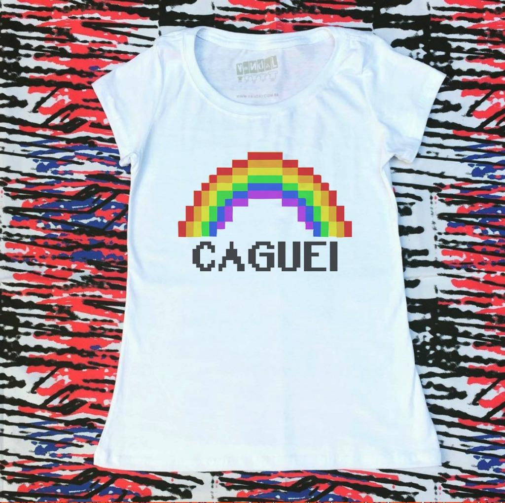 Camiseta com estampa de arco-íris caguei