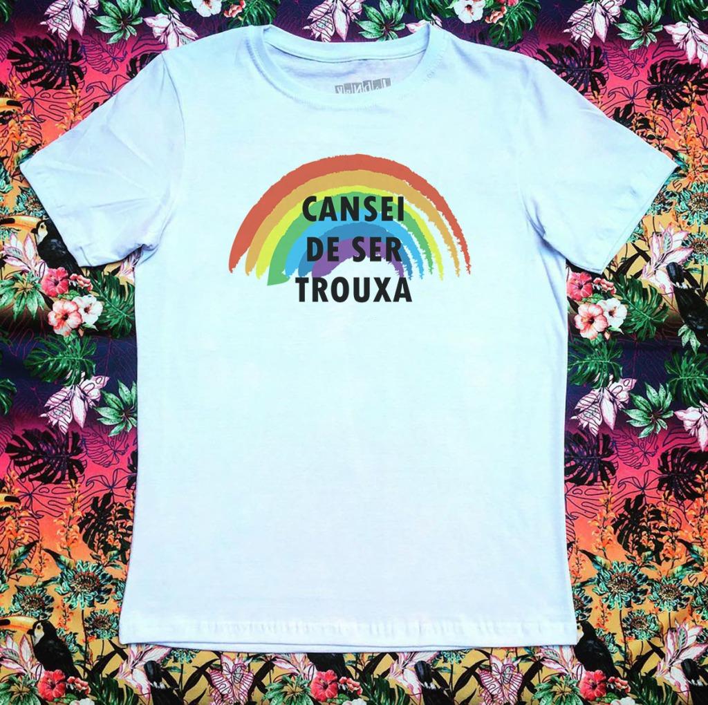 Camiseta com estampa de arco-íris cansei de ser trouxa