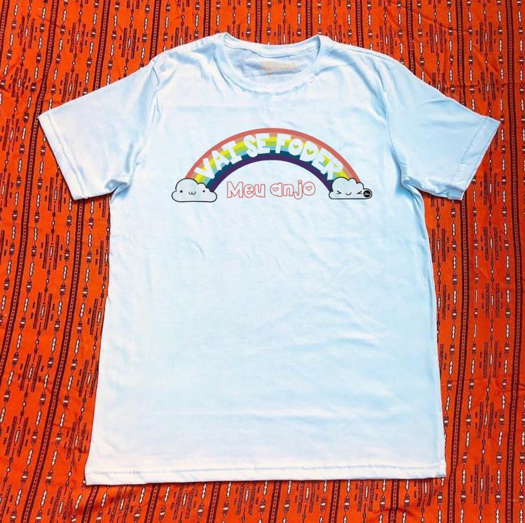 Camiseta com estampa de arco-íris vai se foder