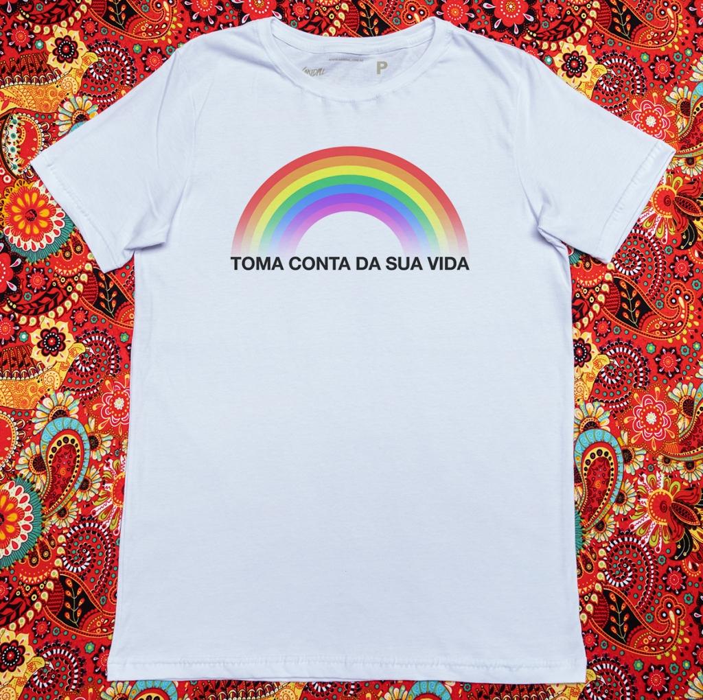 Camiseta com estampa de arco-íris toma conta da sua vida