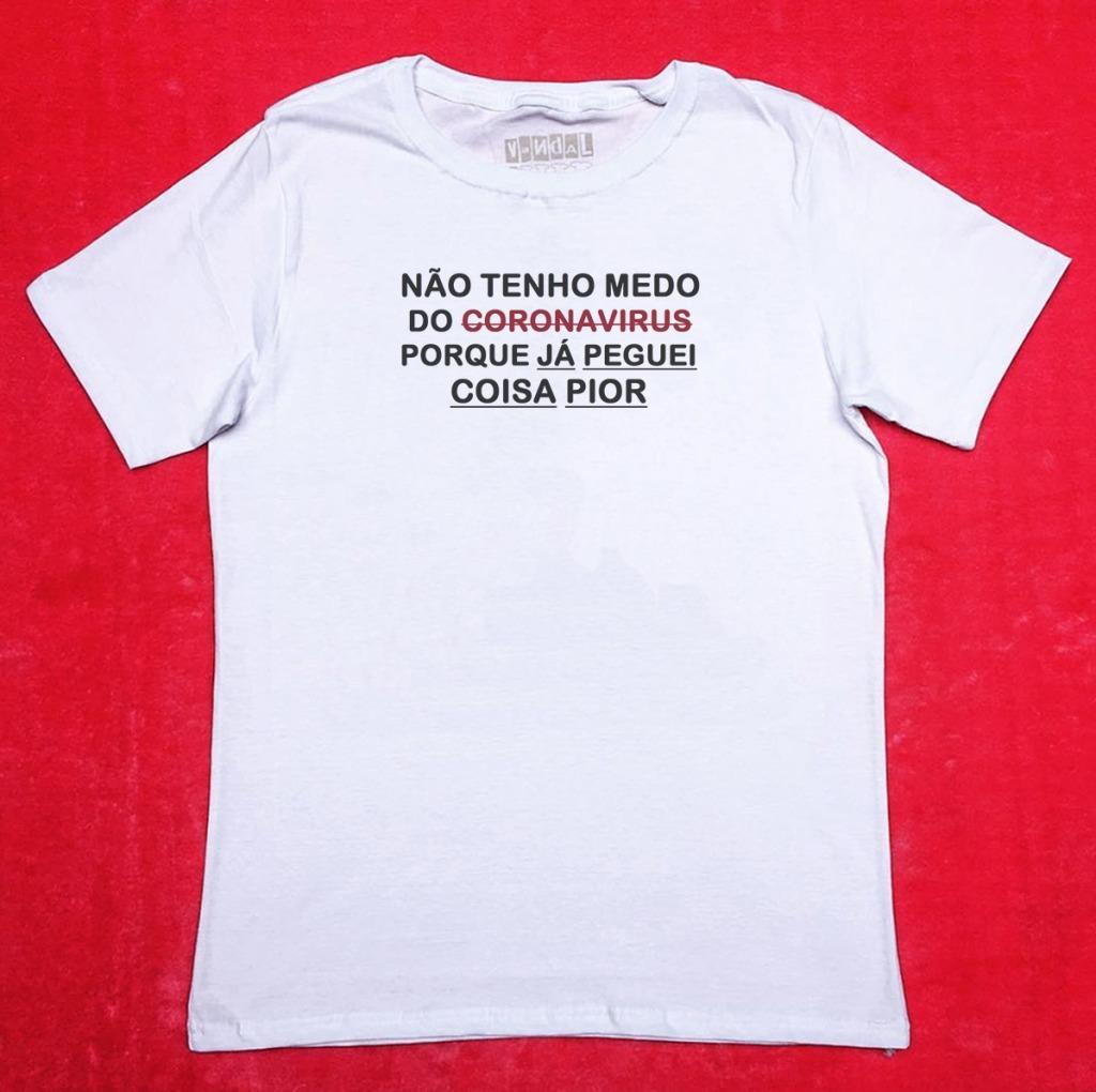 Camiseta com estampa sobre o coronavírus de pegação