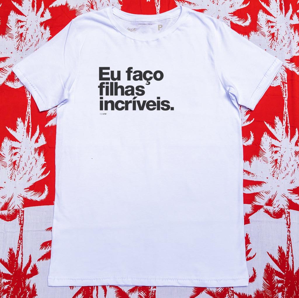 Camiseta com estampa com a frase eu faço filhas incríveis