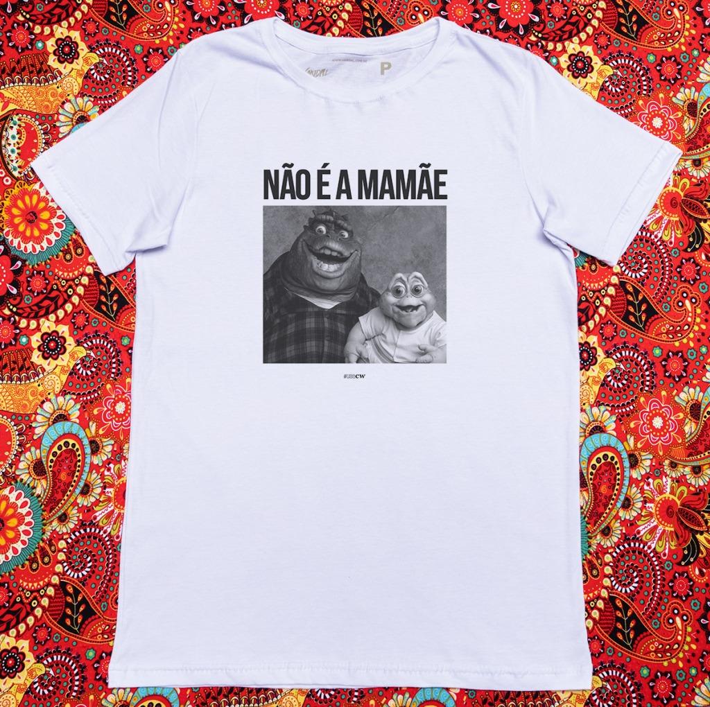 Camiseta com estampa com a frase não é a mamãe e uma foto do dino e o baby da família dinossauro