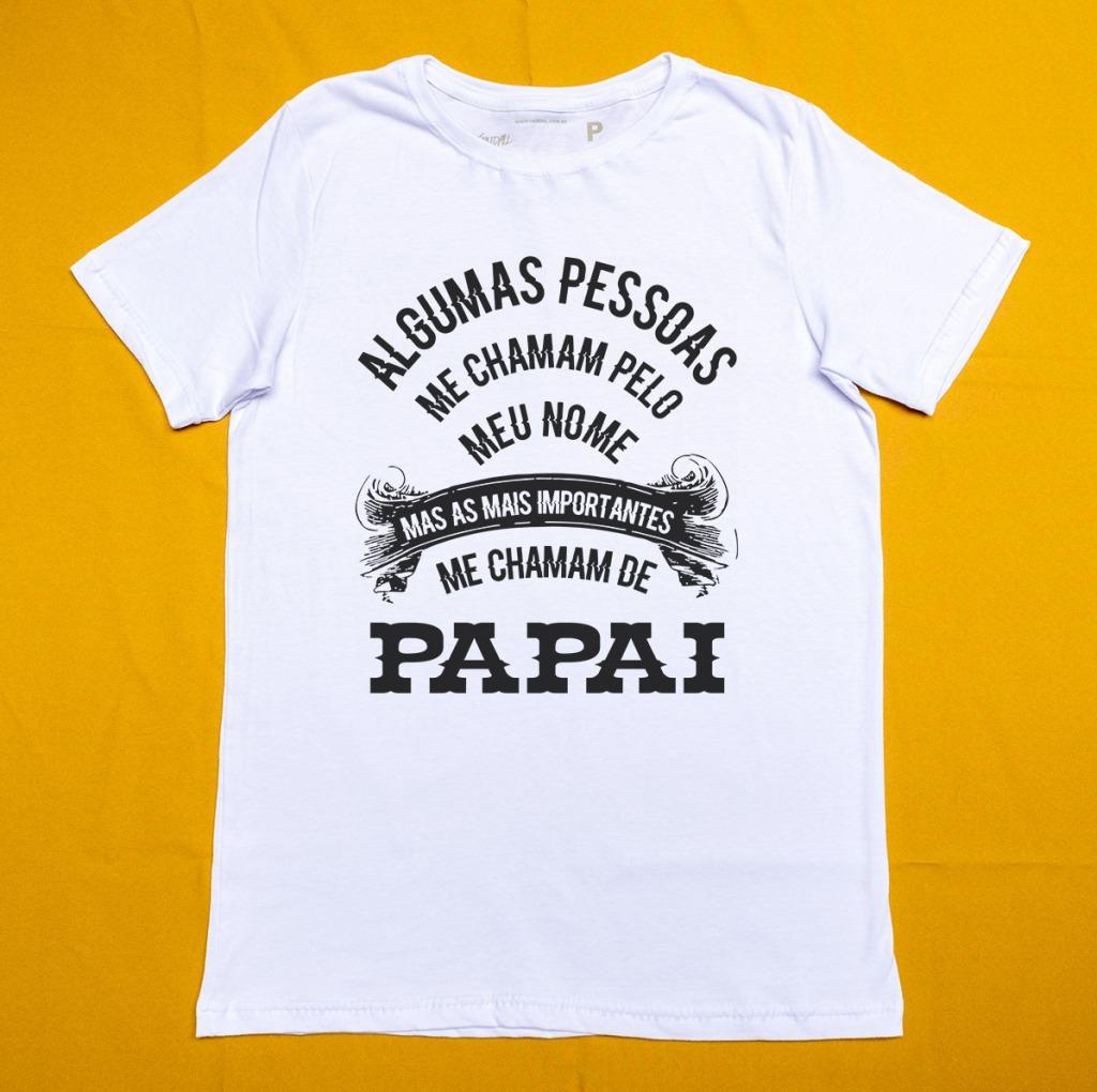 Camiseta com estampa com a frase algumas pessoas me chama pelo nome mas as mais importantes me chamam de pai