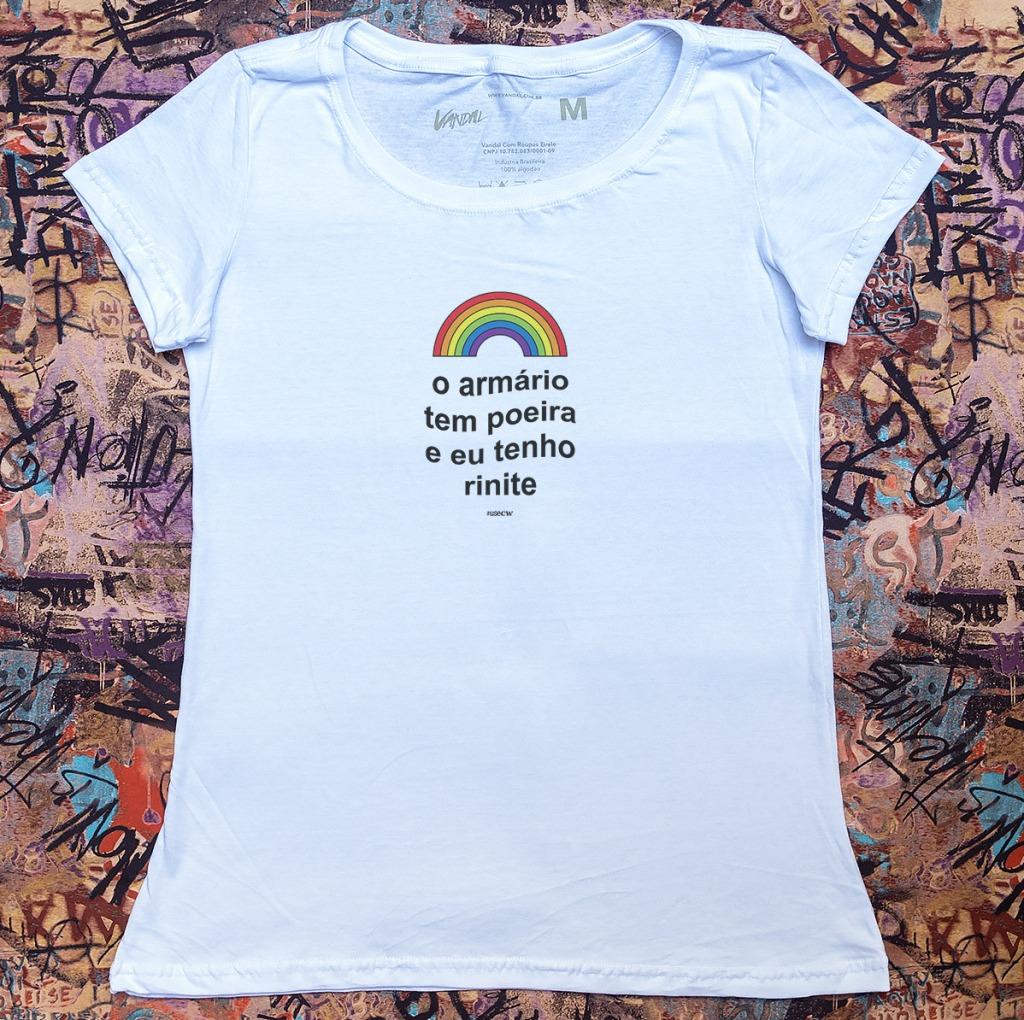 Camiseta contra homofobia o armário tem poeira